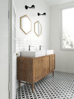 3d визуализация интерьера ванной комнаты с двумя раковинами